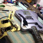 Deimel Guitarworks - Frank is mounting the guitar