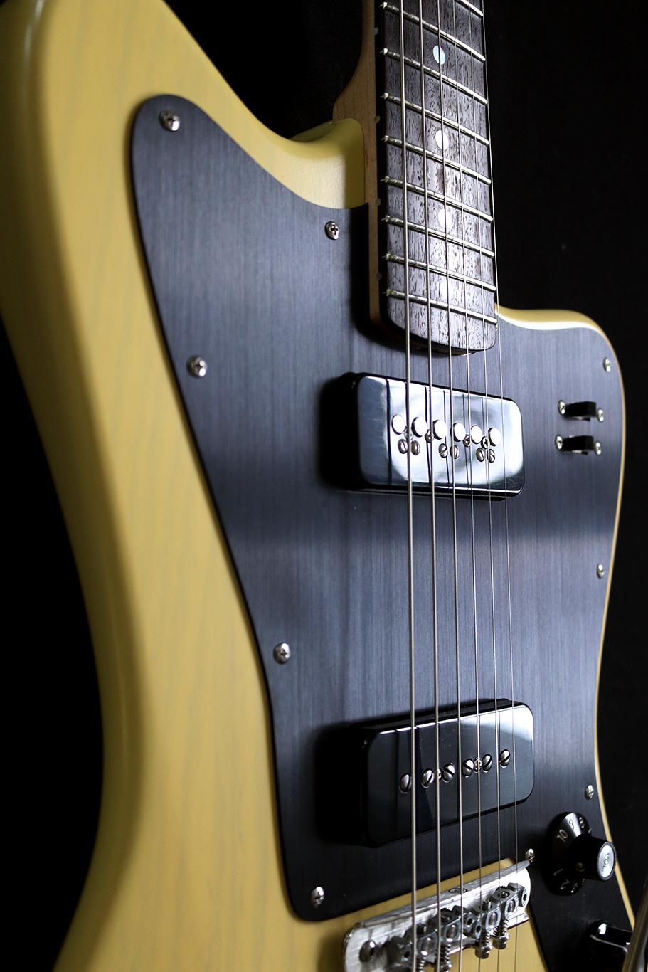 Deimel Firestar »Butterscotch Blonde« w/ black anodized aluminum pickguard